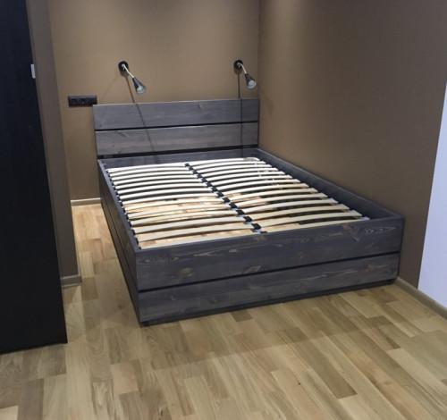 Кровать с подъемным механизмом из массива сосны