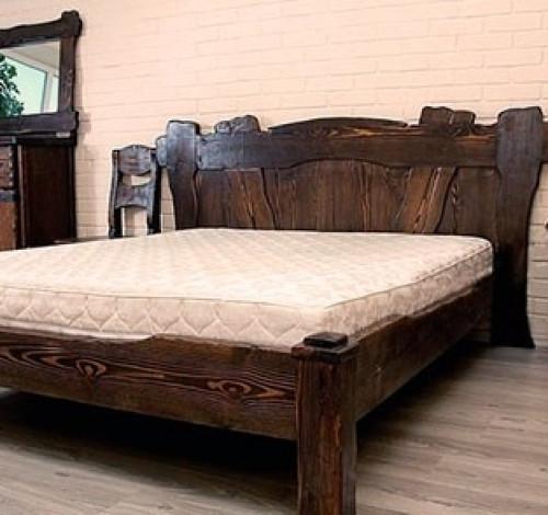 Кровать из массива брашированная путем обжига